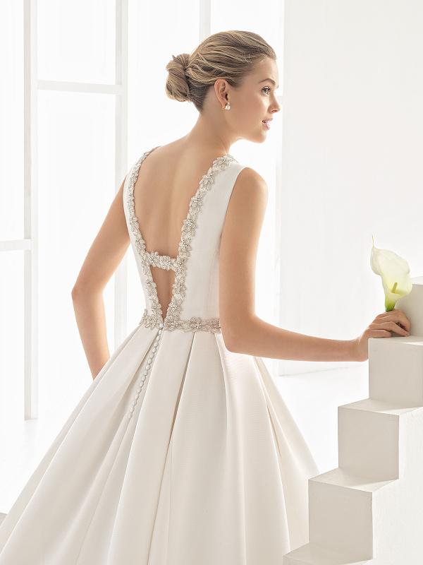 f505d5244999 Tento rok sme pri výbere svadobných šiat vsadili aj na rôznorodosť  materiálov